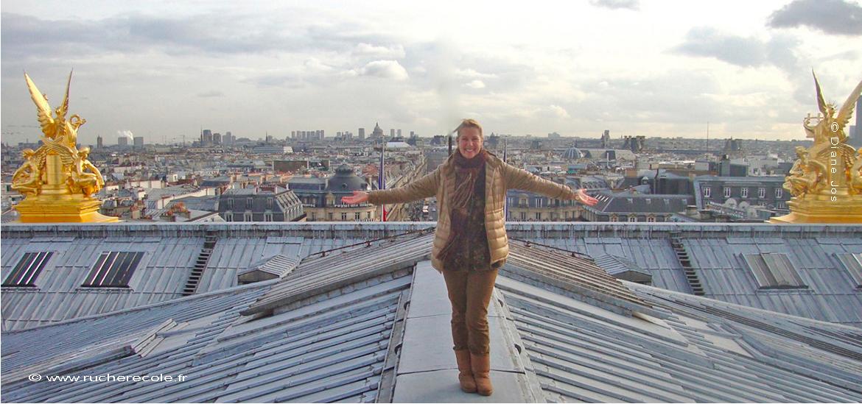 Diane apicultrice naturel à Paris sur le toit de l'Opera