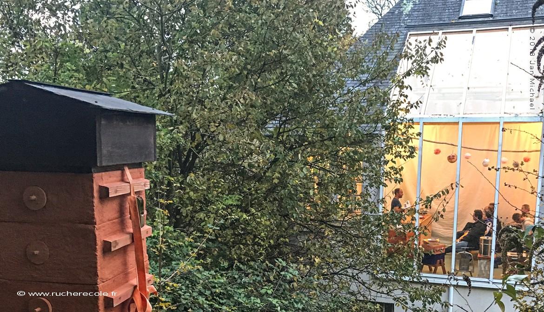 stage d'apiculture Warré en Normandie à Gonneville sur Mer- rucher école Villa le Bosquet